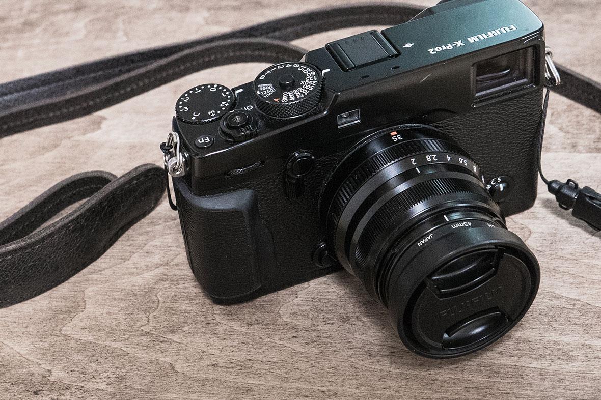 X-Pro2とカメラストラップ 画像01